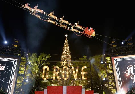christmas tree decorators for hire los angeles a california at the grove official tree lighting ceremony hosted by derek hough la