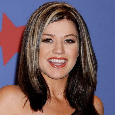 what does kelly clarkson hair look like kelly clarkson s changing looks instyle com
