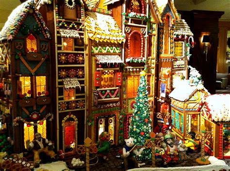 15 Incredibly Impressive Gingerbread Houses Light It Up Guff
