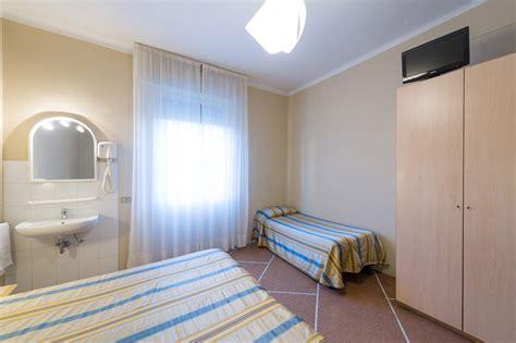 bagno in comune quadrupla con bagno in comune hotel moderno