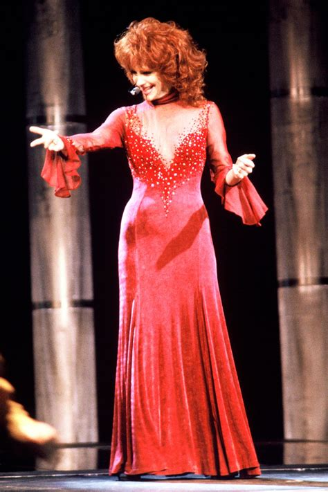 reba mcentire s costume changes at acm awards dresses reba mcentire 1993 cma awards 50 great photos from 50