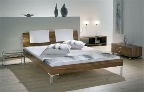 holzbett kopfteil moderne und zeitgen 246 ssische designs f 252 r schlafzimmer