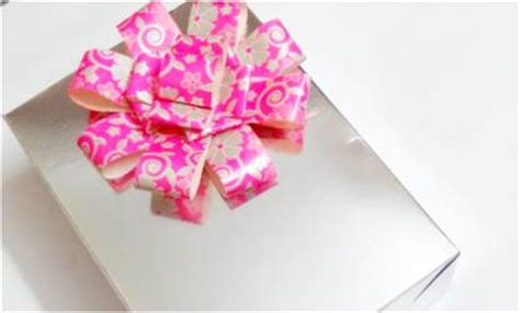 How To Make A Bow With Paper Ribbon - make a paper gift wrapping bow platter