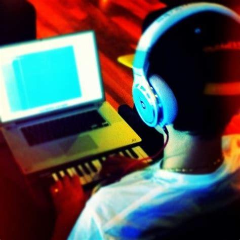 justin bieber biography essay justin bieber writing songs for believe justinbieberzone com