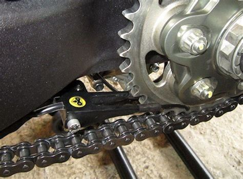 motosiklette zincir temizleme ve yaglama kalyoncu motor