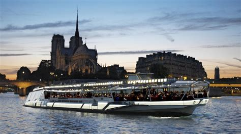 bateau mouche quai de seine photos bateaux mouches paris dinner cruise on the seine