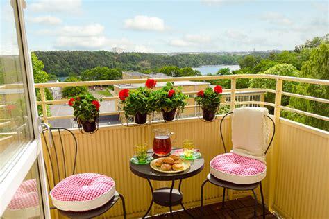 come attrezzare un terrazzo rinnovare il balcone e il terrazzo con i colori casa e trend