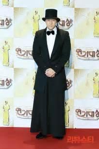 so ji sub red carpet photos 2013 sbs drama awards red carpet actors