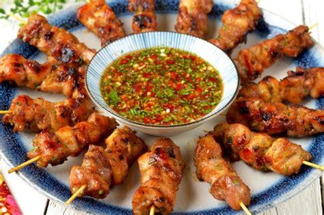 lemongrass chicken skewer  spicy  tangy dip asian