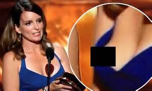 tina fey suffers wardrobe malfunction in tight blue dress