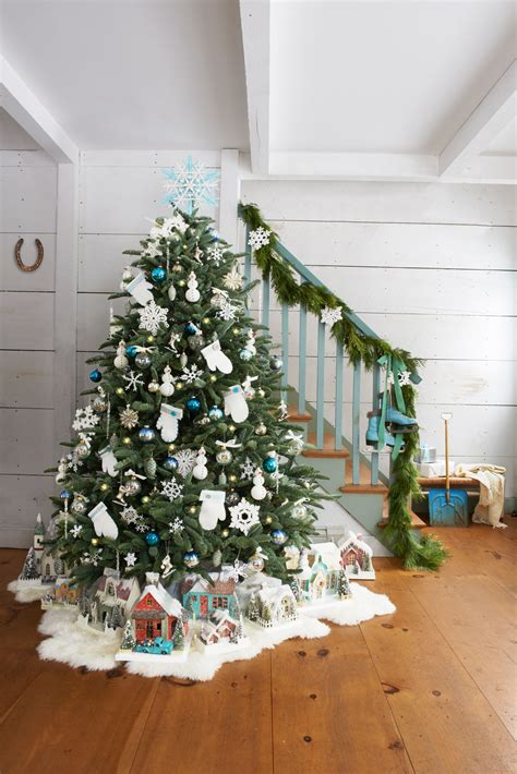 how to decorate christmas tree at home 60 christmas tree decorating ideas how to decorate a