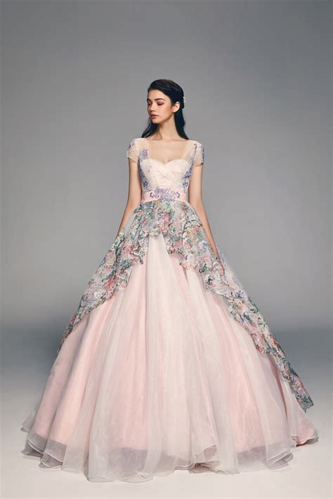 17 Inspiring and Trending Wedding Gowns For Spring/Summer 2018