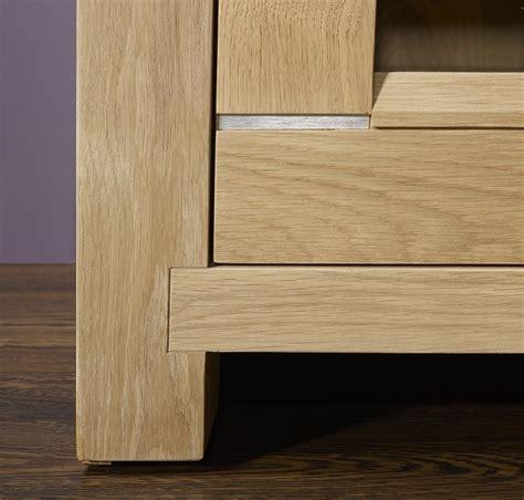 Meuble Tv Chene Clair 2826 meuble tv 2 portes vitr 233 es loann en ch 234 ne massif de style