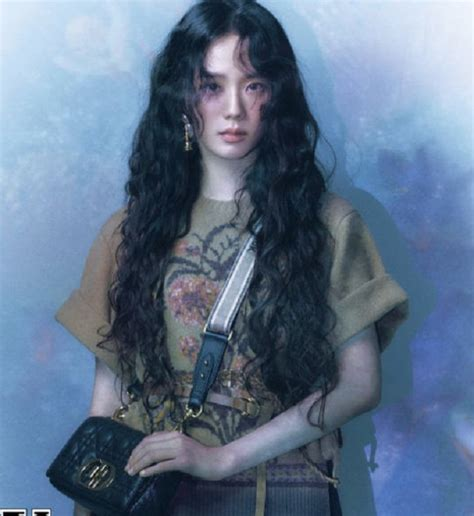 intip model rambut  jisoo blackpink jadi cantik banget