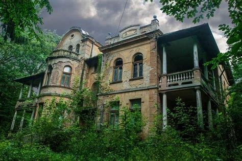 haunted places  egypt    scary