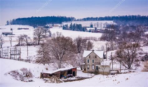 nieve antigua casa antigua y la nieve cubrieron paisaje rural york county p foto de stock 169 appalachianview