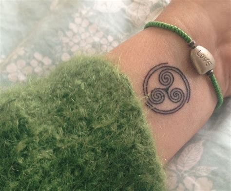 ancient celtic tattoos this ancient celtic symbol its beautiful and has a