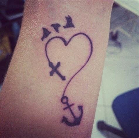 imagenes de tatuajes de una cruz en la muñeca aves cruz coraz 243 n y ancla tatuajes para mujeres
