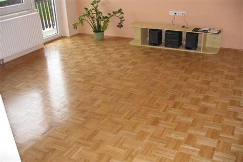 memilih warna keramik lantai