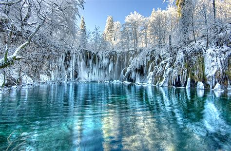 famous waterfalls in the world beach plitvice lakes croatia world s best waterfalls