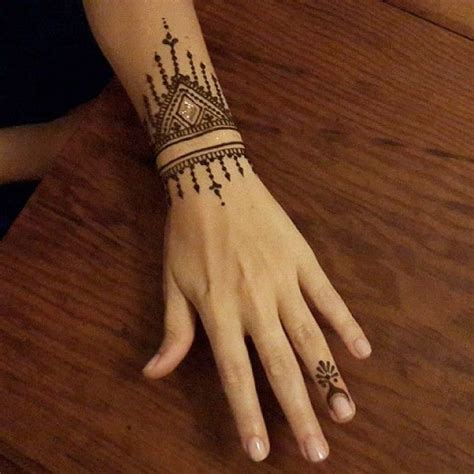 henna tattoo handgelenk best 25 wrist henna ideas that you will like on