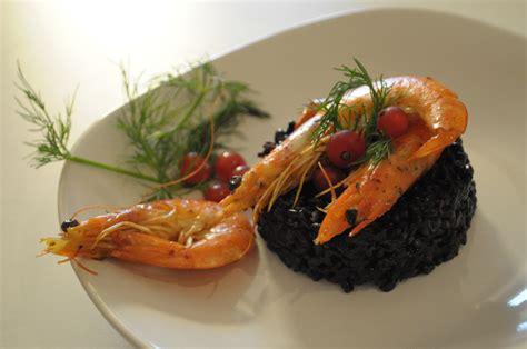 cucinare riso nero riso venere nero allo zenzero e mazzancolle la ricetta