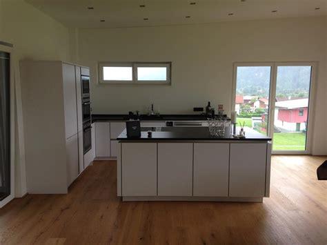 weiße sockelleisten landhausstil wohnzimmer rosa