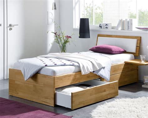 bett kaufen holz einzelbett aus holz mit schubladen kaufen leova betten de