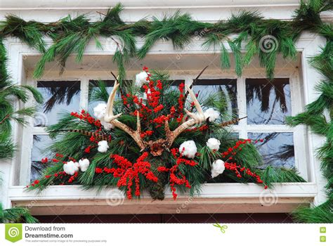 williamsburg decorations made from pine tree