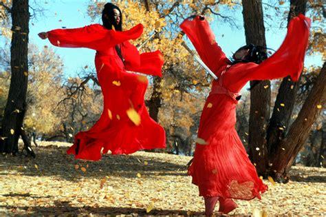la foresta dei pugnali volanti soundtrack the exuberant cinematography of zhang yimou scene360