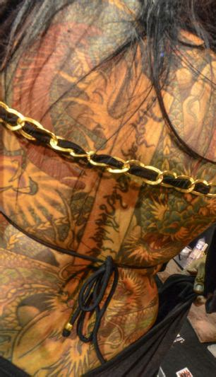 london tattoo artist risks blindness to get her eyeballs london tattoo convention reveals world of body art in