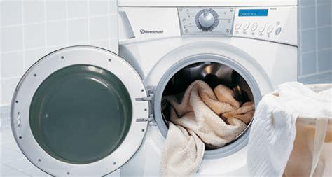 membasmi jamur pada pintu mesin cuci bukaan depan