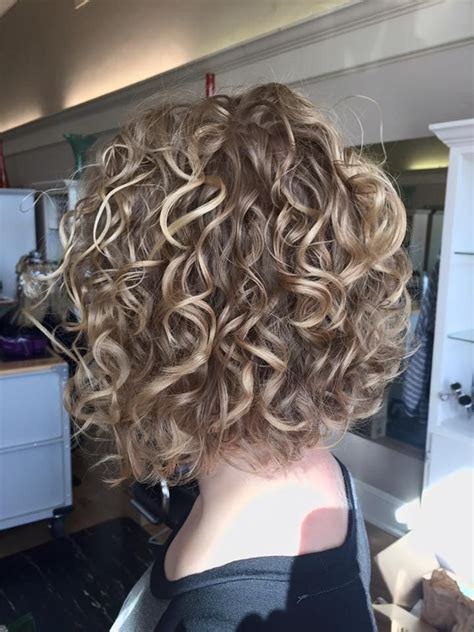 permed inverted bob hairstyles very cute perm with highlights hairstyles pinterest