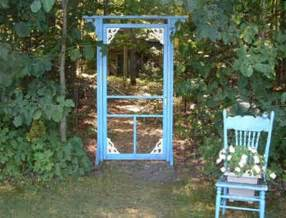 Using Old Windows In The Garden Diy Craft Projects Using Old Vintage Windows Doors Trash