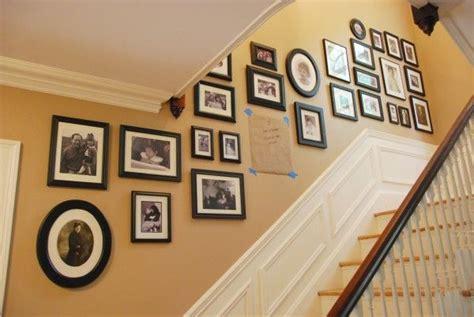 decoracion de pasillos de escaleras planificar la decoraci 243 n de la pared de la escalera