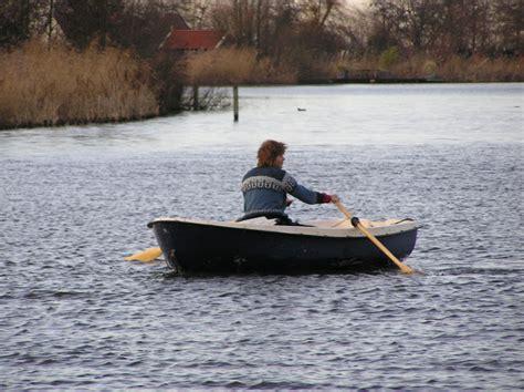 roeiboot zon in de polder lijkt wel lente