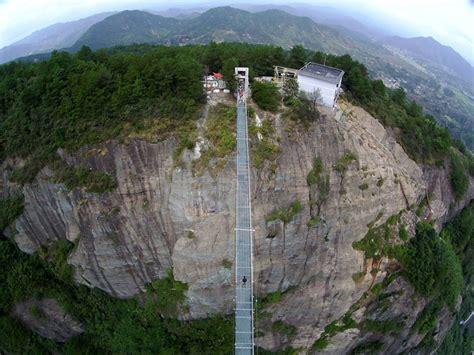 le vertige des falaises le plus long et le plus terrifiant pont de verre en chine chambre237
