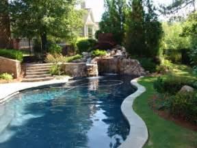 garten und pool schwimmbecken im garten tipps f 252 r pool reinigung und pflege