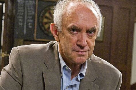 game of thrones actor high sparrow game of thrones costs jonathan pryce as pious high sparrow