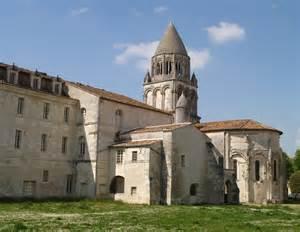 File:Saintes Abbaye aux Dames chevet et clocher Wikimedia Commons