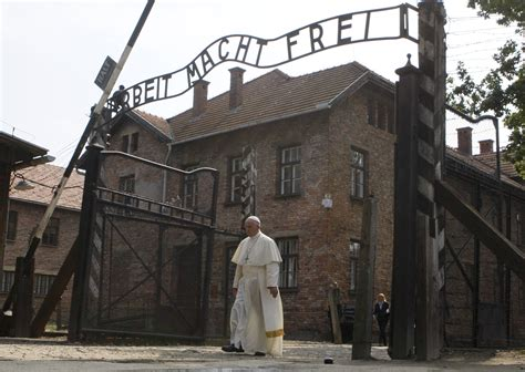 scritta ingresso auschwitz pope speaks of cruelties of today after auschwitz visit
