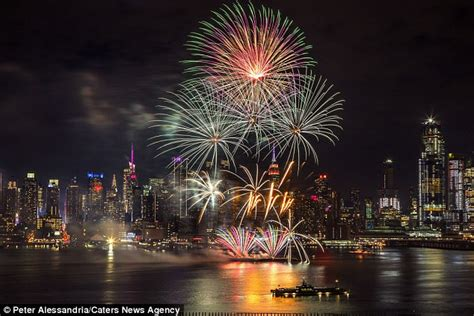 new year 2018 fireworks nyc how to celebrate new year 2018 in new york daily