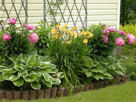 Small Flower Garden Ideas 33 Beautiful Flower Beds Adding Bright Centerpieces To