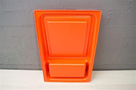 immagini mensole parete specchio da parete space age arancione con mensola anni