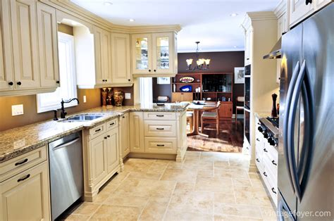 kitchen cabinets and flooring 29 classic kitchens with traditional and antique cabinets