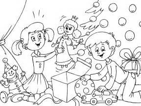imagenes de ni os navidad para colorear ninos abriendo los regalos de navidad para imprimir