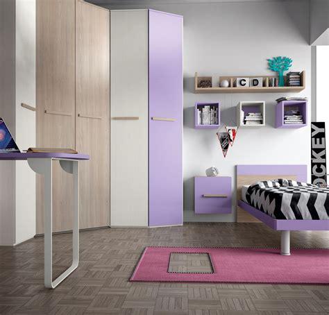 armadio con cabina angolare cameretta con cabina armadio e un letto completa di zona