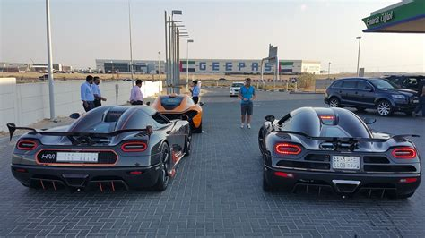 koenigsegg dubai first koenigsegg agera rs driving with agera r mclaren