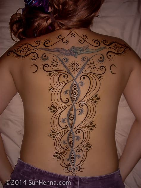 henna tattoo full back 29 awesome back henna tattoos makedes