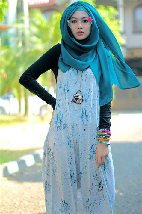 Dress Muslim Abaya Hikmat Fashion A192 Turquise with converse turquoise and hijabs on